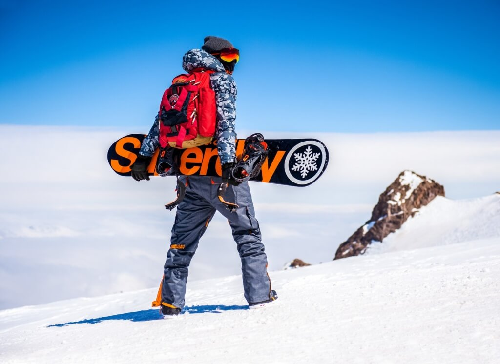 SUPERDRY SNOW MENS - WINDHIKER EMBOIDERY BEANIE, SKI COMMAND UTILITY HOODED JACKET, SNOW PANT, PORTLAND BACK PACK